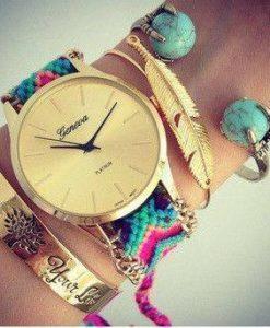 Très jolie montre avec bracelet brésilien très tendance!!! Accessoire incontournable de l'été