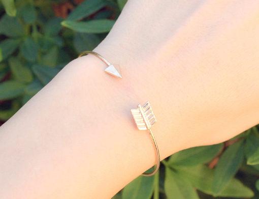 Bracelet flêche or, bijoux fantaisie de créateurs pas cher.
