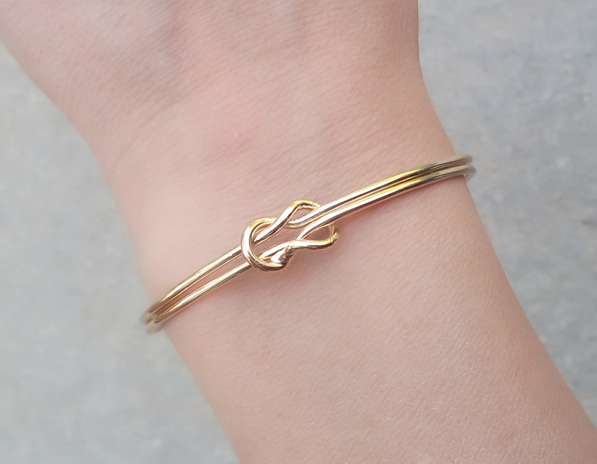 bracelet double noeud or.Idees cadeaux bijoux femme. Bijoux tendance 2017. Bracelet  tendance