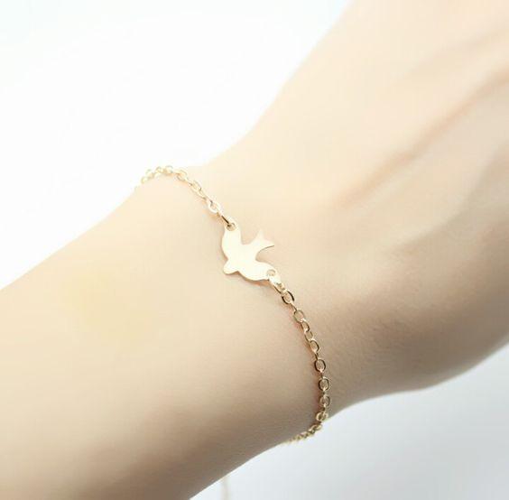 86d3dfa66639 Bracelet hirondelle - idée cadeau femme - BIJOUX FANTAISIE
