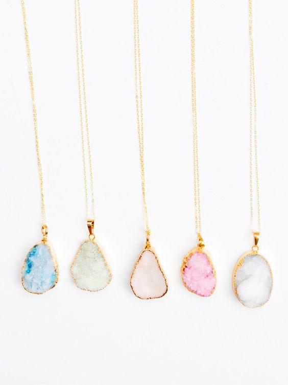 bijoux avec pierres semi précieuses