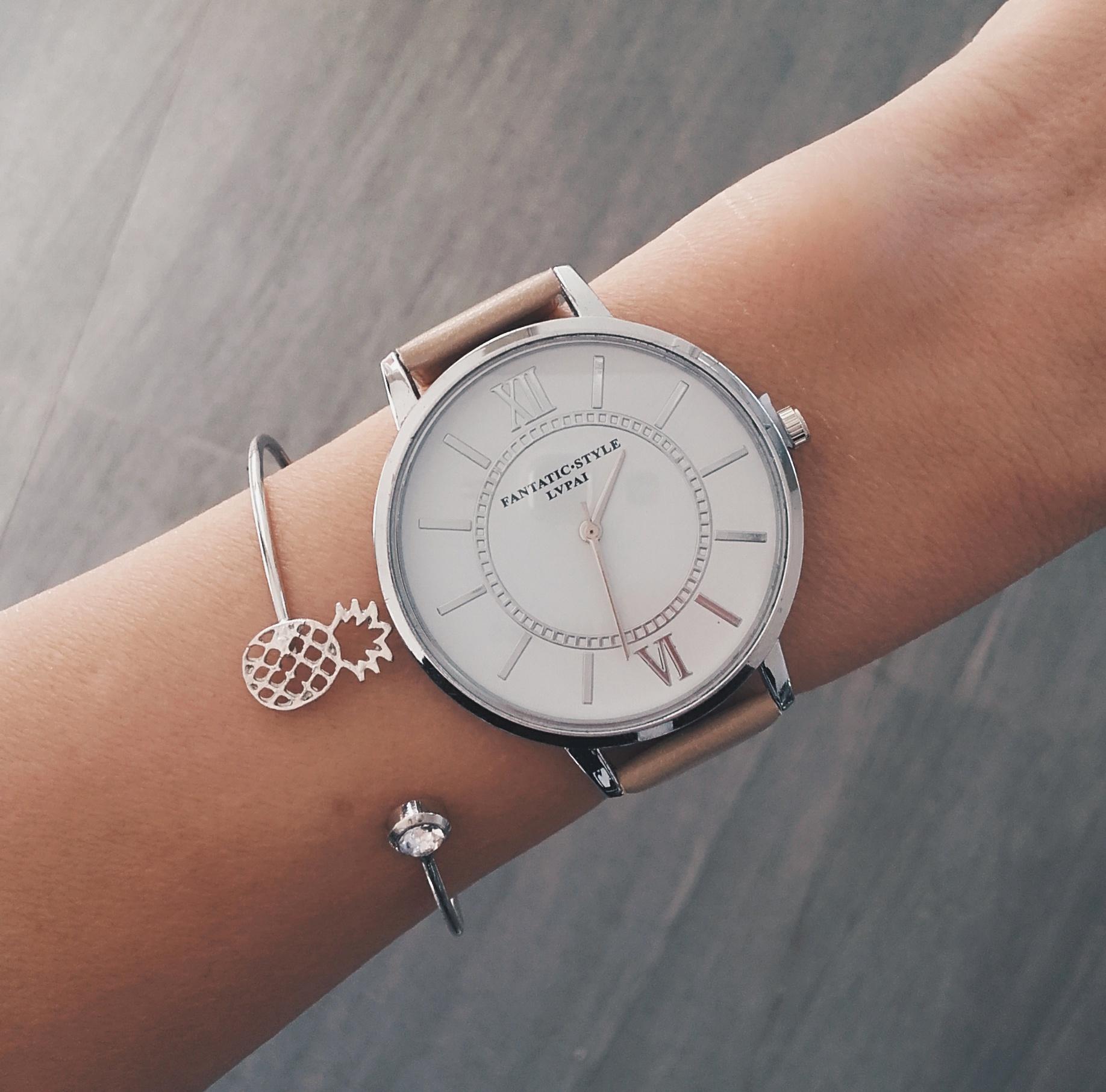 Montre bracelet femme originale fashion designs for Assiette originale pas cher