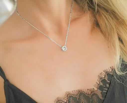 Collier pendentif avec zirconium