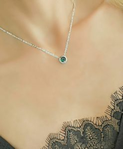 Collier pendentif avec zirconium vert