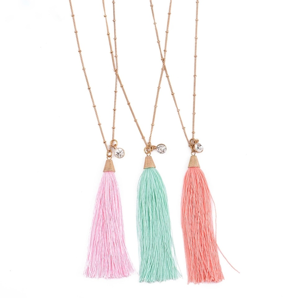 collier fantaisie pompom